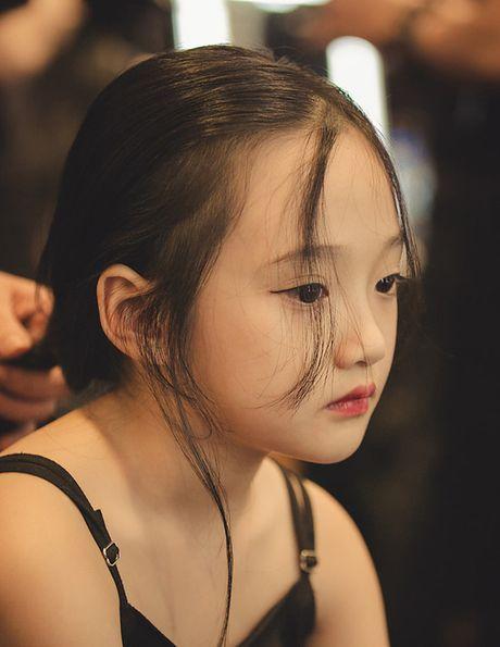 Ve dep hut hon cua em be 7 tuoi co biet danh la 'tieu Chau Tan' - Anh 7