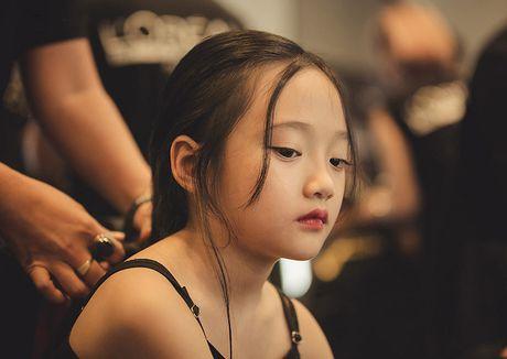 Ve dep hut hon cua em be 7 tuoi co biet danh la 'tieu Chau Tan' - Anh 9