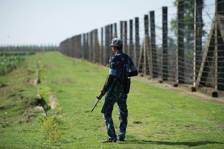 Myanmar hung lan song bao luc moi, 30 phien quan bi giet - Anh 1