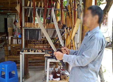 Hoa Binh: Vu khi tho so, kiem cong khai bay ban tai Ban Lac – Mai Chau - Anh 2