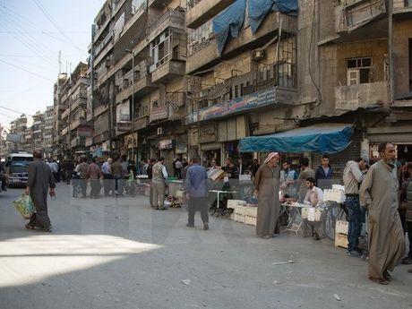Quan doi Syria cho cac luc luong khung bo tai Aleppo 24 gio de dau hang - Anh 1