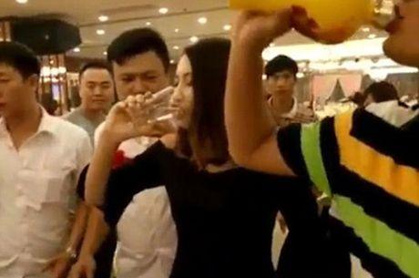 Bo Giao duc de nghi Ha Tinh lam ro thong tin dieu dong giao vien di tiep khach - Anh 1