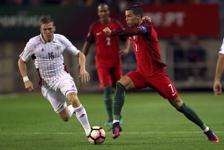 World Cup 2018: Ronaldo dem ve thang loi tung bung cho Bo Dao Nha - Anh 1