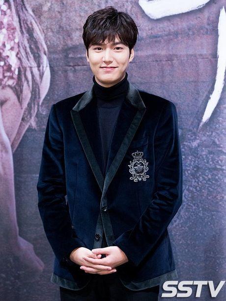 Lee Min Ho - Jun Ji Hyun tay trong tay ra mat 'Huyen thoai bien xanh' - Anh 4