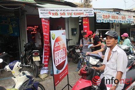 Ve doc dac 71 ty dong xo so Vietlott phat hanh tai Q.5, TP.HCM - Anh 1