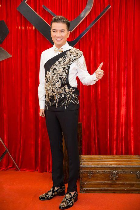 Chi em Ngoc Trinh dien style tuong phan noi bat tren tham do - Anh 5