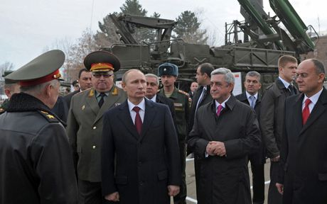 Ong Putin: Nga chi tap tran, sao phuong Tay cang thang than kinh the! - Anh 1