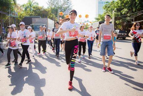 Pham Huong, Le Hang chay dua duoi troi nang - Anh 4