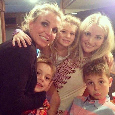Britney Spears, co ay giau nhung sau san khau van la nguoi me cua hai dua con trai - Anh 10