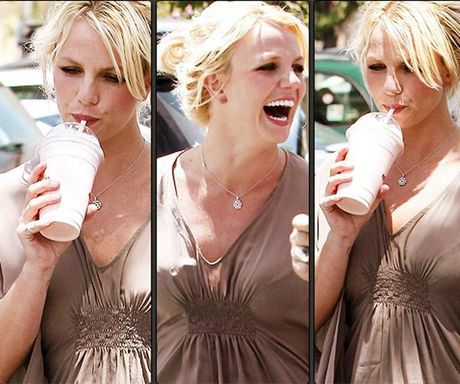 Britney Spears, co ay giau nhung sau san khau van la nguoi me cua hai dua con trai - Anh 13
