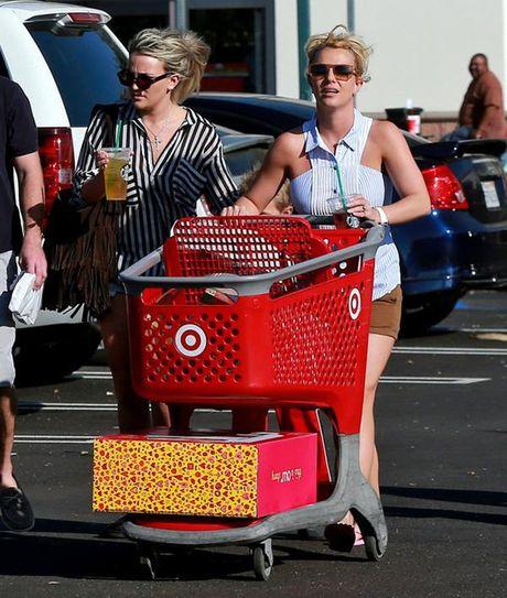 Britney Spears, co ay giau nhung sau san khau van la nguoi me cua hai dua con trai - Anh 16