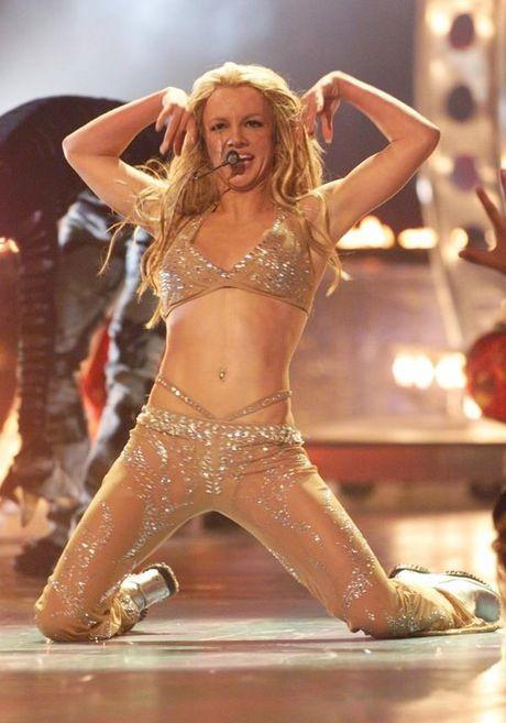 Britney Spears, co ay giau nhung sau san khau van la nguoi me cua hai dua con trai - Anh 17