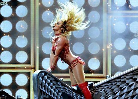 Britney Spears, co ay giau nhung sau san khau van la nguoi me cua hai dua con trai - Anh 1