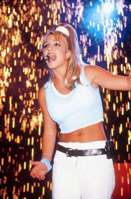 Britney Spears, co ay giau nhung sau san khau van la nguoi me cua hai dua con trai - Anh 3