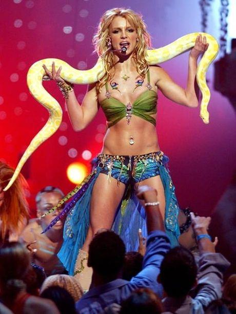 Britney Spears, co ay giau nhung sau san khau van la nguoi me cua hai dua con trai - Anh 4