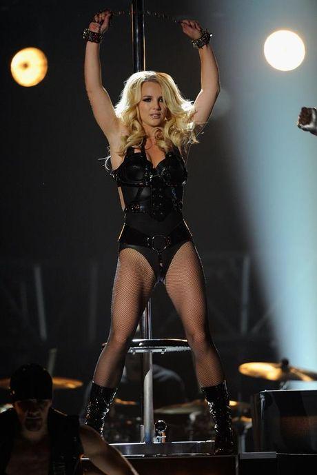 Britney Spears, co ay giau nhung sau san khau van la nguoi me cua hai dua con trai - Anh 5