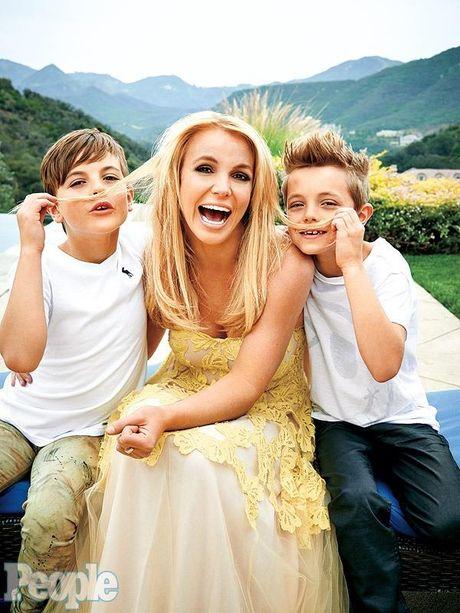 Britney Spears, co ay giau nhung sau san khau van la nguoi me cua hai dua con trai - Anh 6