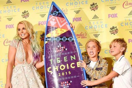 Britney Spears, co ay giau nhung sau san khau van la nguoi me cua hai dua con trai - Anh 8