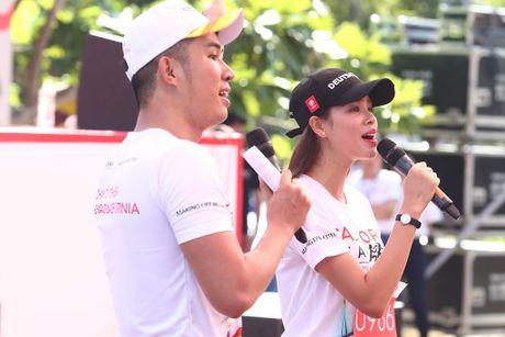 Pham Huong hao hung khoe giong hat truoc fan ham mo - Anh 1