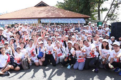 Pham Huong hao hung khoe giong hat truoc fan ham mo - Anh 3