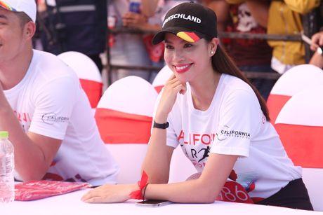 Pham Huong hao hung khoe giong hat truoc fan ham mo - Anh 7