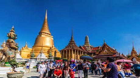 Quang cao giam manh o Thai sau khi nha vua bang ha - Anh 1