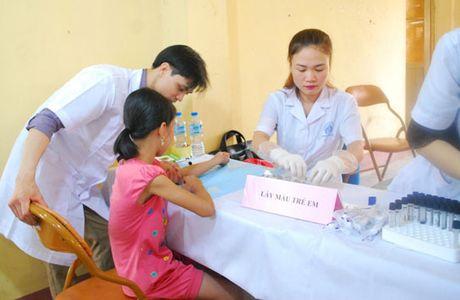 Thai doc chi cho tre em thon Dong Mai - Anh 1