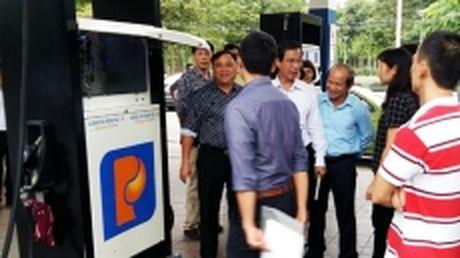 Hai Phong: Dan tem niem phong dong ho cac diem ban xang dau - Anh 1