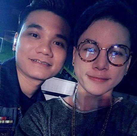 Em trai khoe anh Hoai Linh vang deo khong thieu - Anh 5