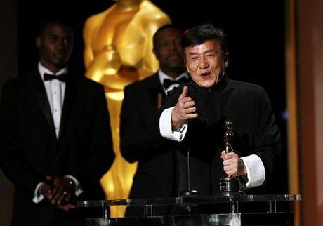 Thanh Long nhan tuong vang Oscar dau tien sau hon 200 bo phim - Anh 1