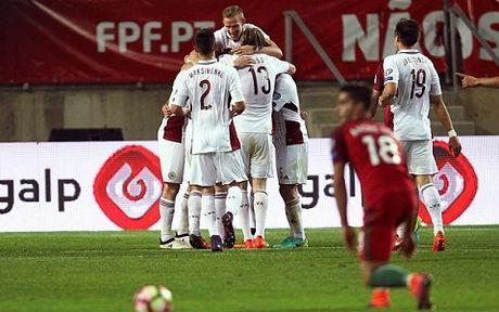 Ronaldo lap cu dup, nhung mot lan nua lai da hong 11m - Anh 2