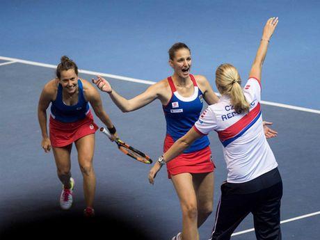 Tennis ngay 14/11: Djokovic phan phao khi bi chi trich. 'Trai hu' Kyrgios duoc vinh danh - Anh 7