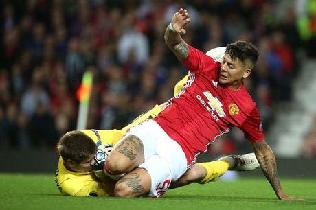 CDV Man United tu van Mourinho phai ban 6 va mua 4 cau thu nay - Anh 2