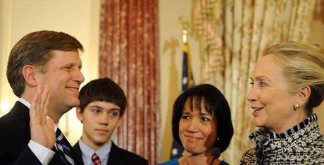 Nga dot nhien cam Dai su My duoi thoi Obama va dong minh ba Clinton: 'Khong phan su mien vao' - Anh 2