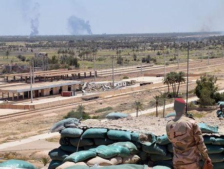 Iraq: Danh bom xe lien tiep lam hang chuc nguoi thuong vong - Anh 1