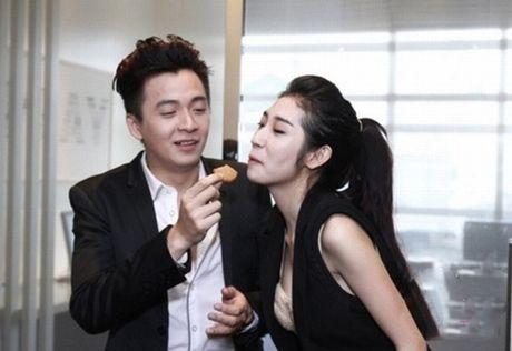 Tran Thanh phai chao thua Ngo Kien Huy do 'si me' ban gai - Anh 14