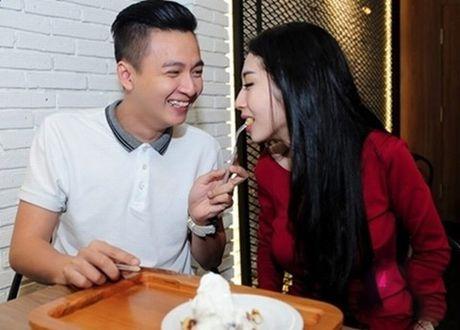 Tran Thanh phai chao thua Ngo Kien Huy do 'si me' ban gai - Anh 15