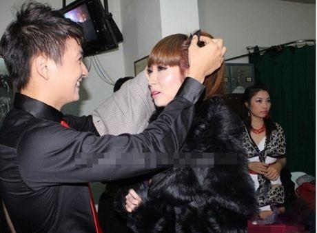 Tran Thanh phai chao thua Ngo Kien Huy do 'si me' ban gai - Anh 16