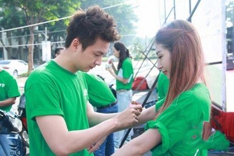 Tran Thanh phai chao thua Ngo Kien Huy do 'si me' ban gai - Anh 20
