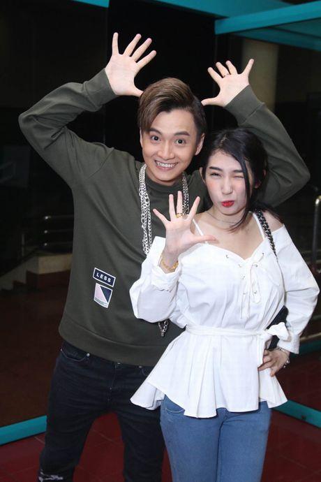 Tran Thanh phai chao thua Ngo Kien Huy do 'si me' ban gai - Anh 22