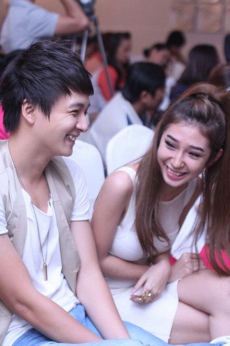 Tran Thanh phai chao thua Ngo Kien Huy do 'si me' ban gai - Anh 24