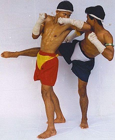 Vi sao cho va goi trong Muay Thai lai nguy hiem nhat? - Anh 1