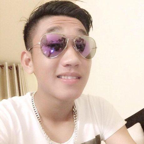 Hot boy U.19 Viet Nam Trong Dai duoc Huong Giang Idol to tinh cong khai tren facebook - Anh 1
