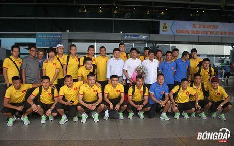 Tuyen Viet Nam mang mi goi chinh phuc HCV AFF Cup 2016 - Anh 1