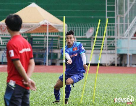 Van Thanh va su khac biet o hanh lang canh trai tai AFF Cup 2016 - Anh 1