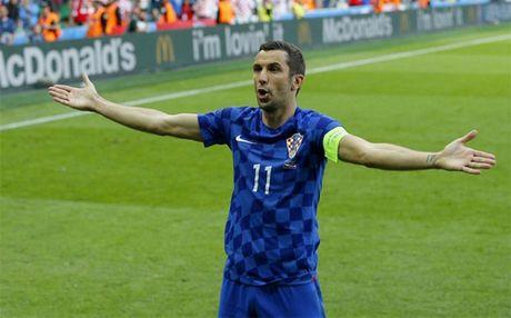 Barca nham sao Croatia thay the Aleix Vidal - Anh 1