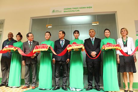 "Schneider Electric Viet Nam khanh thanh phong ""Dao tao Dien"" cho truong Cao dang Ly Tu Trong Tp HCM - Anh 2"