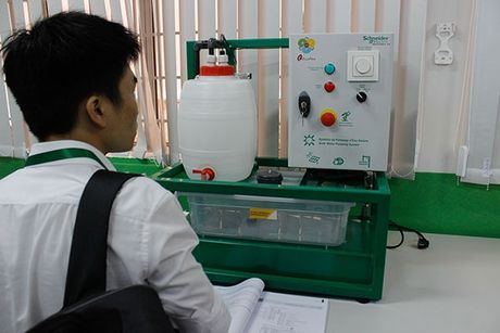 "Schneider Electric Viet Nam khanh thanh phong ""Dao tao Dien"" cho truong Cao dang Ly Tu Trong Tp HCM - Anh 6"