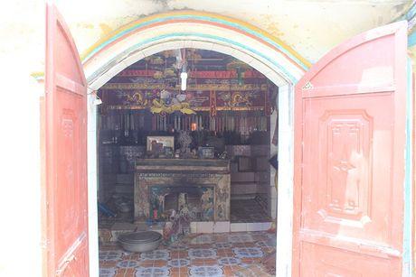 Thuc hu chuyen kho vang trong ngoi den linh thieng bac nhat Cam Pha - Anh 3
