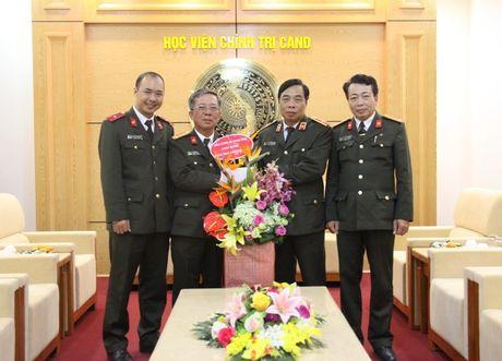 Bao CAND chuc mung cac truong nhan Ngay nha giao Viet Nam - Anh 1